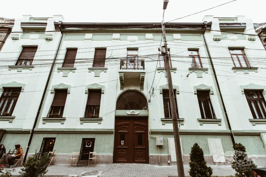 Ernő Neuhaus Apartment Building