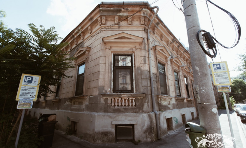 Miklós Kossáriu House
