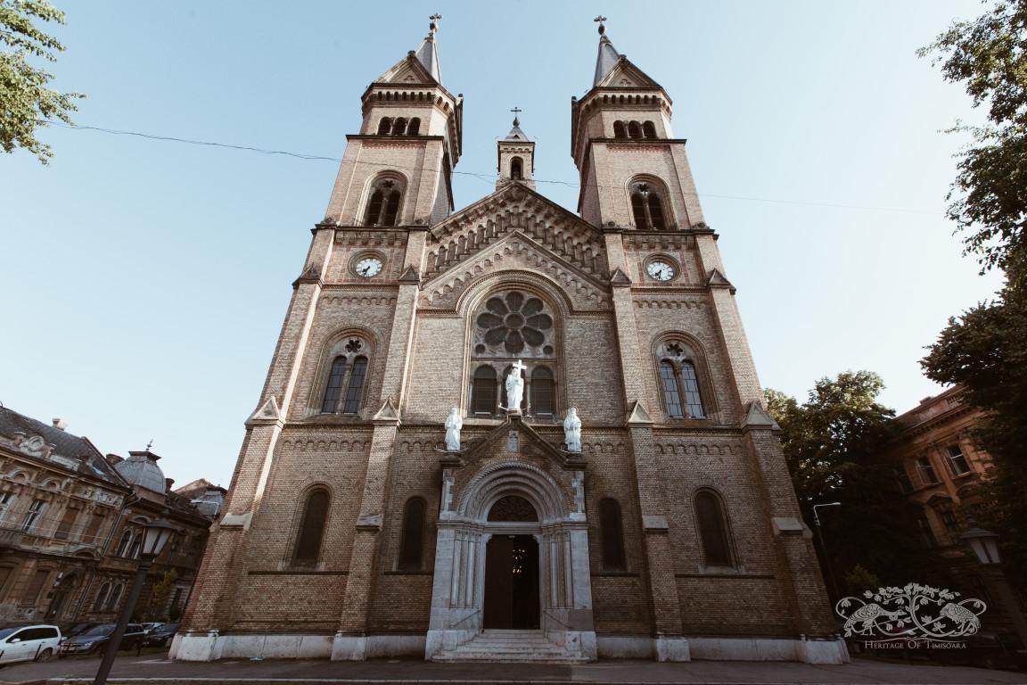 Hajnalka G.: Aici m-am botezat. Aici m-am căsătorit şi... aici trăiesc